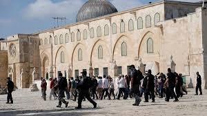 شاهد بالفيديو | طرد وفد إماراتي من داخل مسجد قبة الصخرة بفلسطين رغم الحماية الإسرائيلية