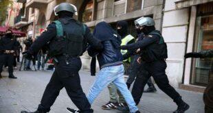 فتاة تتجرد من ملابسها أمام الشرطة في الإمارات وتتهمهم باغتصابها