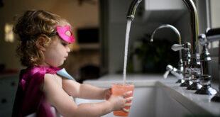 مخاطر الإفراط في شرب الماء